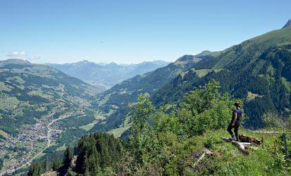 Vue sur Champéry et la vallée