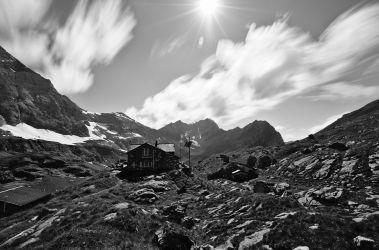photo en noir et blanc de la cabane de susanfe